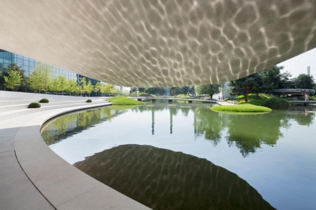 建筑设计:德国沃尔夫斯堡市大众汽车主题公园的