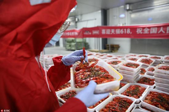 90后海归做品虾师:年薪30万 日吃2斤小龙虾