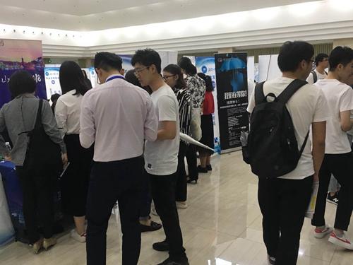 英才网联携手北京工业大学成功举办校园夏季实习双选会